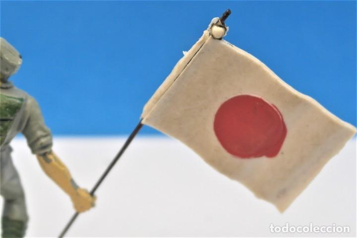 Figuras de Goma y PVC: Antigua Figura en Plástico. Soldado Japonés con la Bandera Original. Pech Hermanos. FIGURA DIFICIL - Foto 7 - 235416755