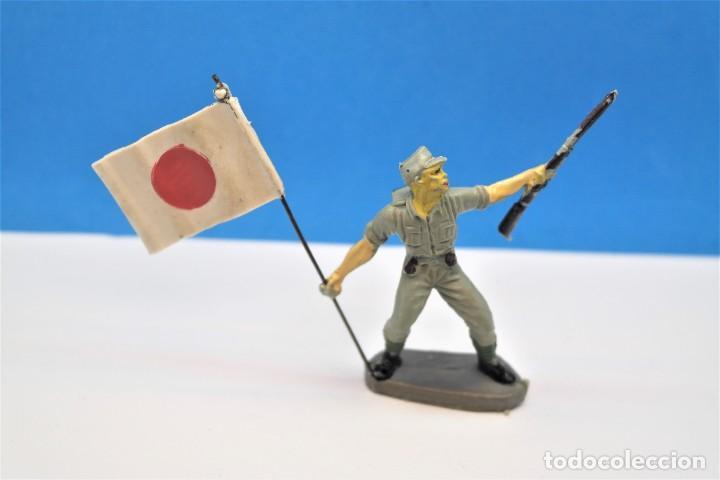 Figuras de Goma y PVC: Antigua Figura en Plástico. Soldado Japonés con la Bandera Original. Pech Hermanos. FIGURA DIFICIL - Foto 8 - 235416755