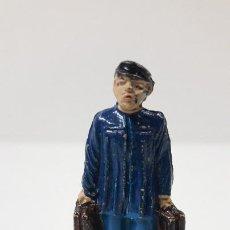 Figuras de Goma y PVC: MOZO DE ESTACION . REALIZADO POR JECSAN . FIGURAS DE ESTACION . SERIE PEQUEÑA . AÑOS 50 EN GOMA. Lote 235470095