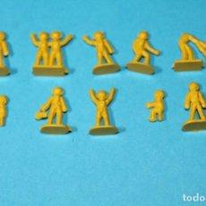 Figuras de Borracha e PVC: MONTAPLEX SERJAN. AÑOS 60-70. CONJUNTO 10 ASTRONAUTAS. OVNI - MARCIANOS. VER FOTOS. COLOR AMARILLO.. Lote 235537305