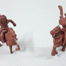 Figuras de Goma y PVC: INDIO Y VAQUERO A CABALLO . REALIZADOS POR LAFREDO . SERIE PEQUEÑA . ORIGINAL AÑOS 50 EN GOMA. Lote 235538775