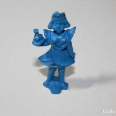 Figuras de Goma y PVC: MONTAPLEX O SIMILAR. MUÑECA CAMARERA DE COLOR AZUL. ALTURA DE 5,4 CENTIMETROS. AÑOS 60.. Lote 235543065