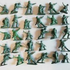 Figuras de Goma y PVC: BRITAINS HERALD: 29 SOLDADOS DE KHAKI INFANTERÍA INGLÉS MONOCOLOR AÑOS 60-70. PTOY. Lote 42289932