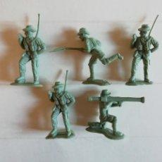 Figuras de Goma y PVC: BRITAINS HERALD-TIMPO : LOTE DE 5 SOLDADOS AUSTRALIANOS 4,5 CM MONOCOLOR AÑOS 60-70. PTOY. Lote 42289969
