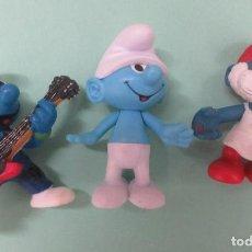 Figuras de Goma y PVC: TRES PITUFOS DE PVC. Lote 235942635