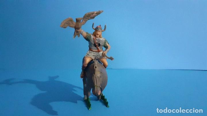 Figuras de Goma y PVC: Lote de 4 figuras Vikingos. Estereoplast. Gundar , Olaff , goodfrei y Ragnad completos - Foto 9 - 236053015