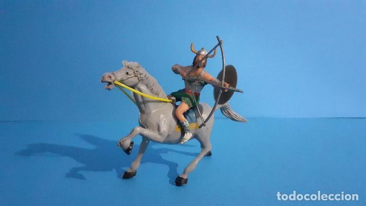 Figuras de Goma y PVC: Lote de 4 figuras Vikingos. Estereoplast. Gundar , Olaff , goodfrei y Ragnad completos - Foto 17 - 236053015