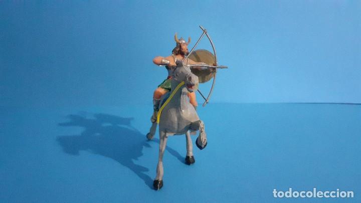 Figuras de Goma y PVC: Lote de 4 figuras Vikingos. Estereoplast. Gundar , Olaff , goodfrei y Ragnad completos - Foto 19 - 236053015