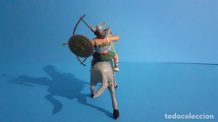 Figuras de Goma y PVC: Lote de 4 figuras Vikingos. Estereoplast. Gundar , Olaff , goodfrei y Ragnad completos - Foto 20 - 236053015