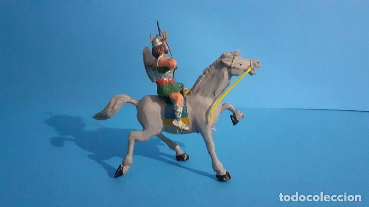 Figuras de Goma y PVC: Lote de 4 figuras Vikingos. Estereoplast. Gundar , Olaff , goodfrei y Ragnad completos - Foto 21 - 236053015