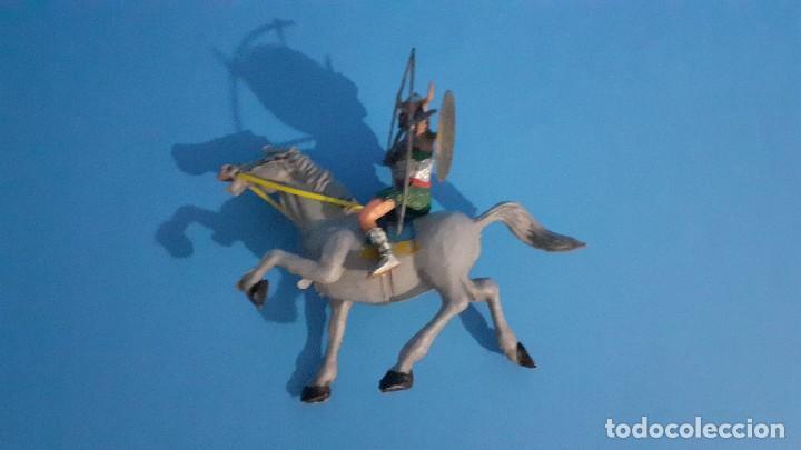 Figuras de Goma y PVC: Lote de 4 figuras Vikingos. Estereoplast. Gundar , Olaff , goodfrei y Ragnad completos - Foto 22 - 236053015