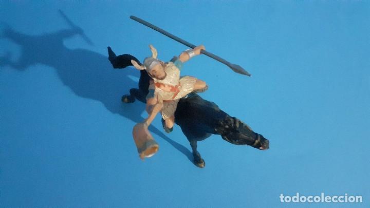 Figuras de Goma y PVC: Lote de 4 figuras Vikingos. Estereoplast. Gundar , Olaff , goodfrei y Ragnad completos - Foto 28 - 236053015