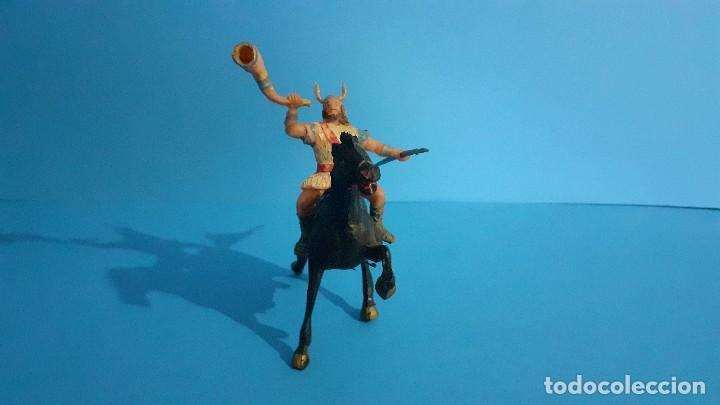 Figuras de Goma y PVC: Lote de 4 figuras Vikingos. Estereoplast. Gundar , Olaff , goodfrei y Ragnad completos - Foto 30 - 236053015