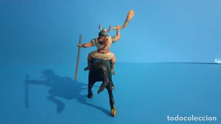 Figuras de Goma y PVC: Lote de 4 figuras Vikingos. Estereoplast. Gundar , Olaff , goodfrei y Ragnad completos - Foto 32 - 236053015