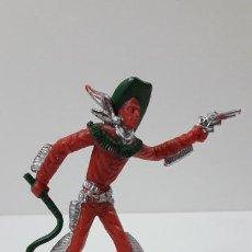 Figuras de Goma y PVC: VAQUERO - COWBOY CON LATIGO Y PISTOLA . ORIGINAL AÑOS 60 . ALTURA 9 CM. Lote 236179435