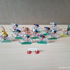 Figuras de Goma y PVC: LOTE DE 12 CICLISTAS DE LA FIRMA SOTORRES .ORIGINALES AÑOS 60. Lote 236209245