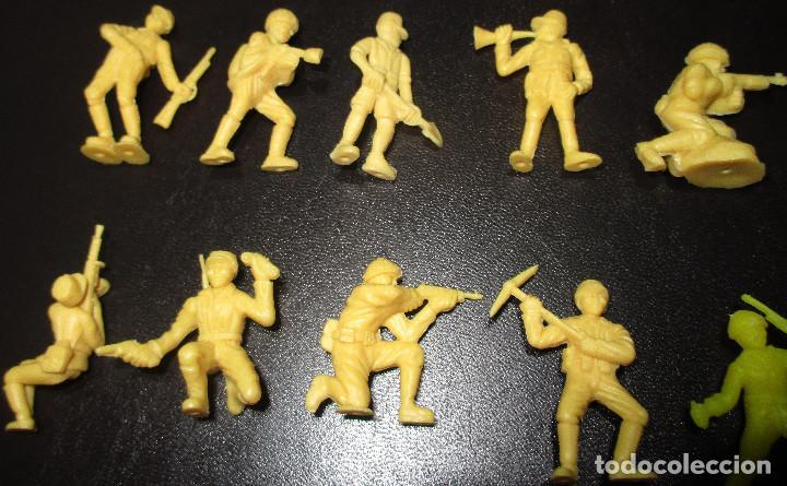 Figuras de Goma y PVC: Lote 20 figuritas DUNKIN soldados japoneses, colección completa - Foto 2 - 236410990