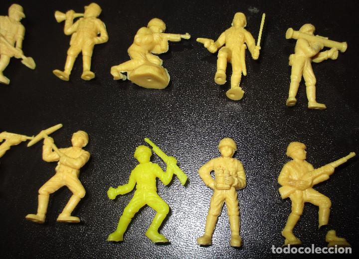 Figuras de Goma y PVC: Lote 20 figuritas DUNKIN soldados japoneses, colección completa - Foto 3 - 236410990