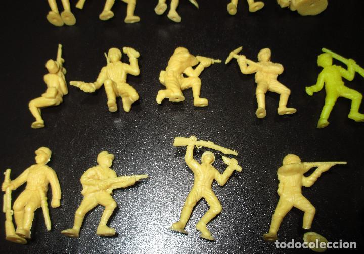 Figuras de Goma y PVC: Lote 20 figuritas DUNKIN soldados japoneses, colección completa - Foto 4 - 236410990
