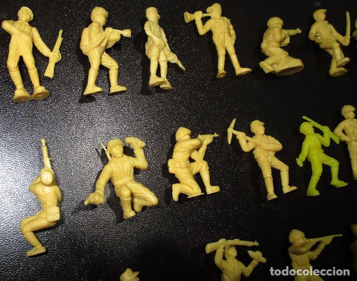 Figuras de Goma y PVC: Lote 20 figuritas DUNKIN soldados japoneses, colección completa - Foto 7 - 236410990