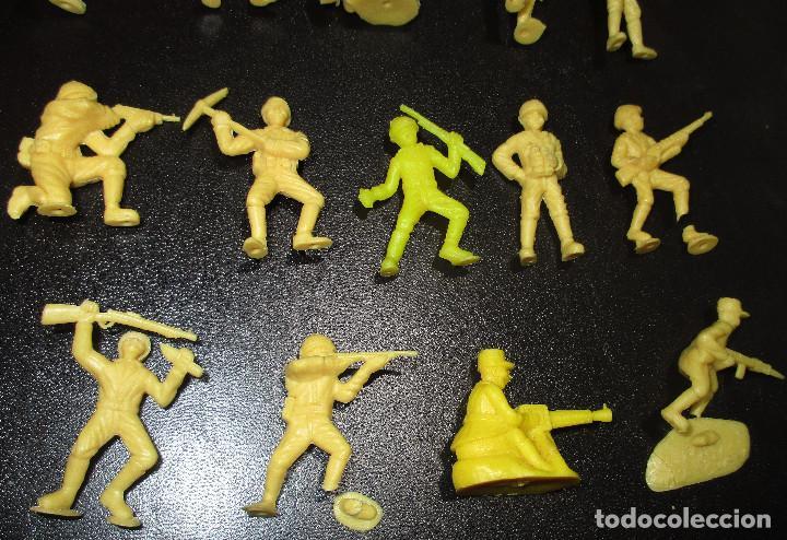 Figuras de Goma y PVC: Lote 20 figuritas DUNKIN soldados japoneses, colección completa - Foto 10 - 236410990