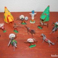 Figuras de Goma y PVC: CAMPAMENTO INDIO COMANSI - TRIBU - TIPIS, JEFE, TÓTEM, INDIOS Y CABALLOS - 16 PIEZAS - AÑOS 60. Lote 236502050