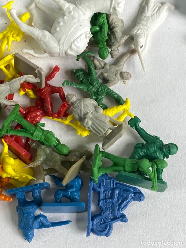 Figuras de Goma y PVC: GRAN LOTE DE FIGURAS SOLDADOS MINIATURA DE PLASTICO. MEDIADOS S.XX. 1. - Foto 2 - 236535535