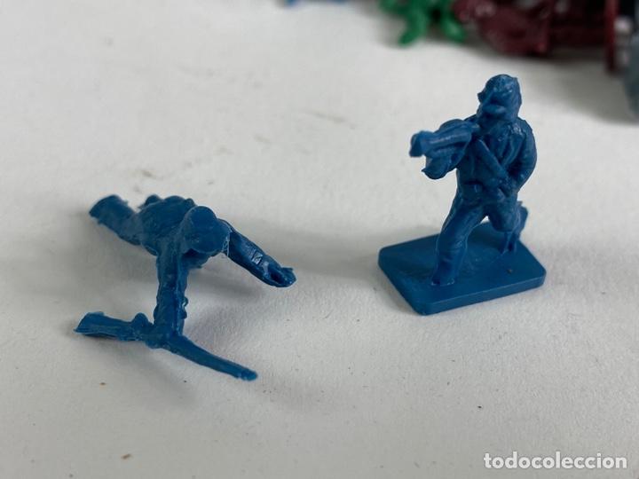 Figuras de Goma y PVC: GRAN LOTE DE FIGURAS SOLDADOS MINIATURA DE PLASTICO. MEDIADOS S.XX. 1. - Foto 3 - 236535535