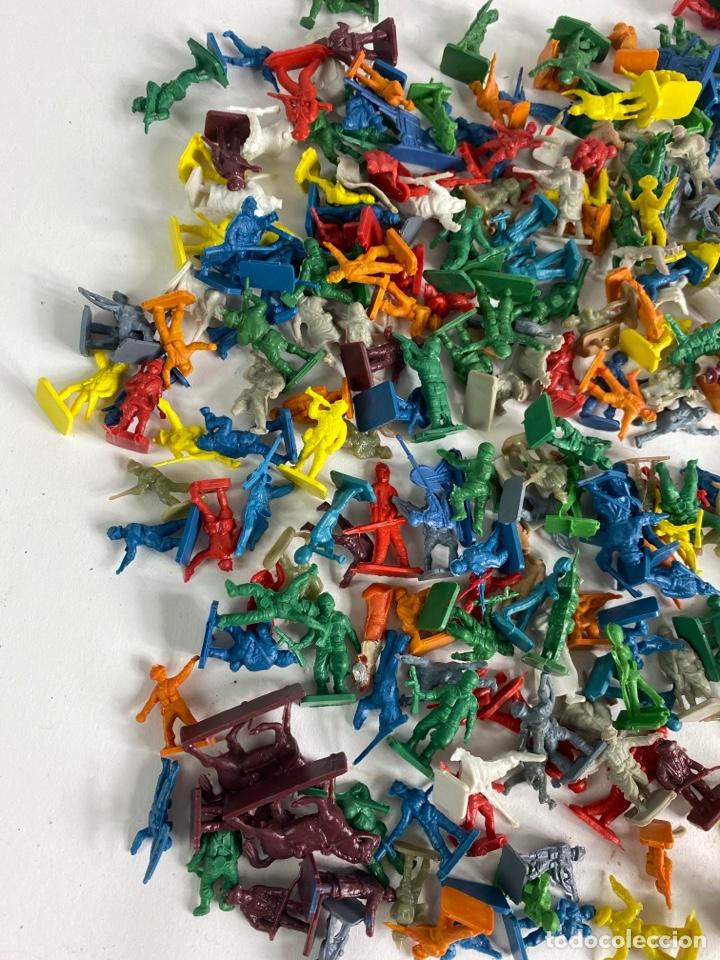 Figuras de Goma y PVC: GRAN LOTE DE FIGURAS SOLDADOS MINIATURA DE PLASTICO. MEDIADOS S.XX. 1. - Foto 5 - 236535535