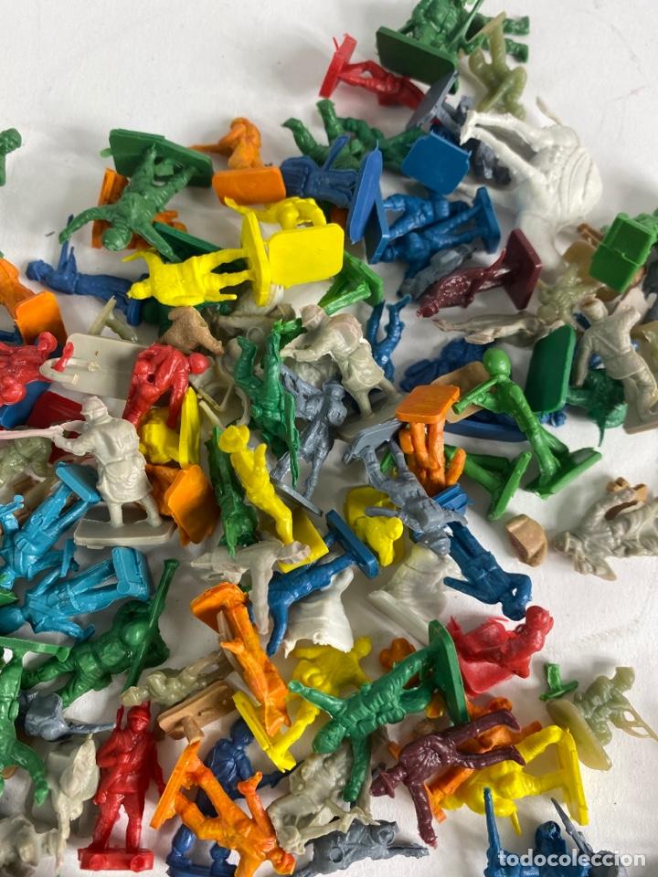 Figuras de Goma y PVC: GRAN LOTE DE FIGURAS SOLDADOS MINIATURA DE PLASTICO. MEDIADOS S.XX. 1. - Foto 6 - 236535535