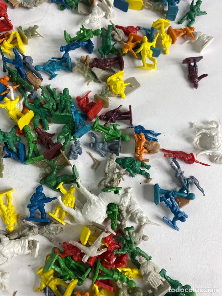 Figuras de Goma y PVC: GRAN LOTE DE FIGURAS SOLDADOS MINIATURA DE PLASTICO. MEDIADOS S.XX. 1. - Foto 7 - 236535535