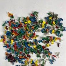 Figuras de Goma y PVC: GRAN LOTE DE FIGURAS SOLDADOS MINIATURA DE PLASTICO. MEDIADOS S.XX. 1.. Lote 236535535
