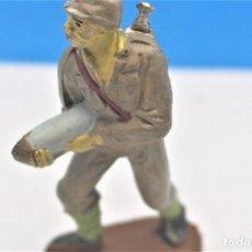 Figuras de Goma y PVC: ANTIGUA FIGURA EN GOMA. SOLDADO JAPONÉS. SERIE SOLDADOS JAPONESES DE PECH HERMANOS.. Lote 236542755