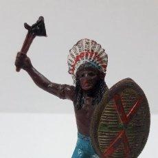 Figuras de Goma y PVC: JEFE INDIO ATACANDO . REALIZADO POR TEIXIDO . ORIGINAL AÑOS 60. Lote 236617105