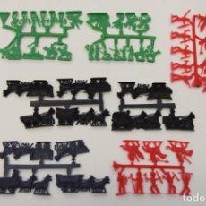 Figuras de Goma y PVC: MONTAPLEX SERJAN COLADAS SERIE OESTE, FAR WEST, INDIOS, VAQUEROS, CARRETAS - AÑOS 70. Lote 237456985