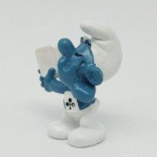 Figuras de Goma y PVC: PITUFO TRAMPOSO JUGANDO A LAS CARTAS - SCHLEICH, ALEMANIA OCCIDENTAL AÑO 1978. Lote 237702525
