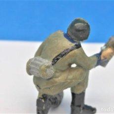 Figure di Gomma e PVC: ANTIGUA FIGURA EN PLASTICO SERIE SOLDADOS ALEMANES. OLIVER/PECH. 60 MM.. Lote 237857480