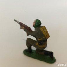 Figuras de Goma y PVC: SOLDADO PARACAIDISTA GOMA BRUVER. Lote 238323105