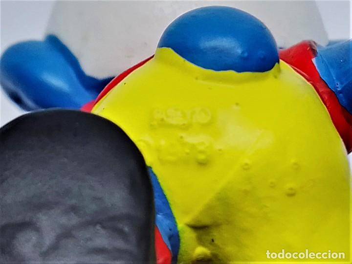 Figuras de Goma y PVC: Figura de Pitufo Futbolista Los Pitufos (The Smurfs) realizada por Schleich jugando Fútbol - Foto 4 - 238572975