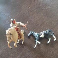 Figuras de Goma y PVC: DOS CABALLO CON UN INDIO PLASTOY. Lote 238600750
