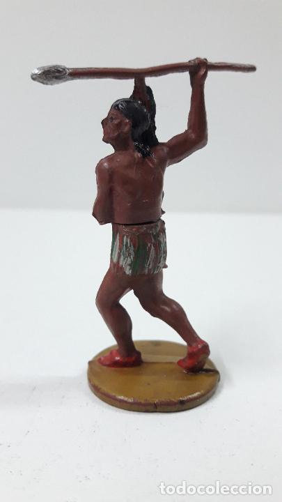 Figuras de Goma y PVC: GUERRERO INDIO CON LANZA . REALIZADO POR GAMA . AÑOS 50 - Foto 2 - 239397460