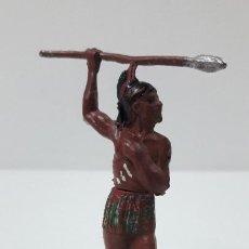 Figuras de Goma y PVC: GUERRERO INDIO CON LANZA . REALIZADO POR GAMA . AÑOS 50. Lote 239397460
