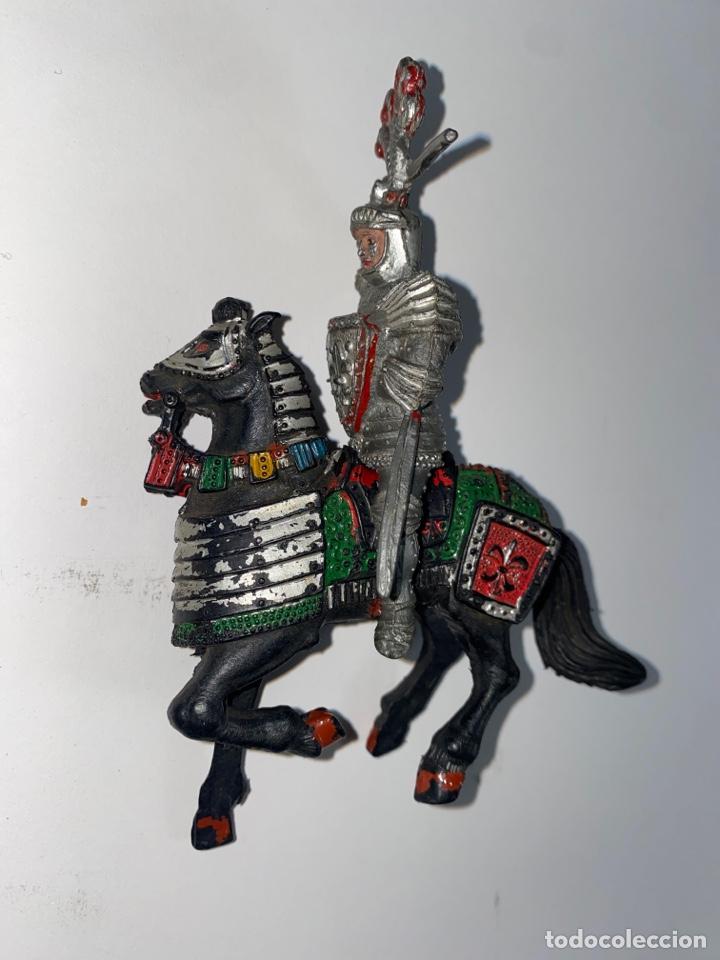 Figuras de Goma y PVC: LOTE DE 2 FIGURAS MEDIEVALES CON CABALLO. LAFREDO. 56. - Foto 3 - 239418285