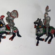 Figuras de Goma y PVC: LOTE DE 2 FIGURAS MEDIEVALES CON CABALLO. LAFREDO. 56.. Lote 239418285