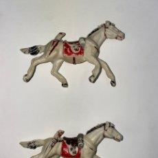 Figuras de Goma y PVC: LOTE DE 2 CABALLOS PLASTICO . AÑOS 60. 64.. Lote 239433660