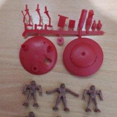 Figuras de Goma y PVC: ROBOTS Y OVNI MONTAPLEX. Lote 240546245
