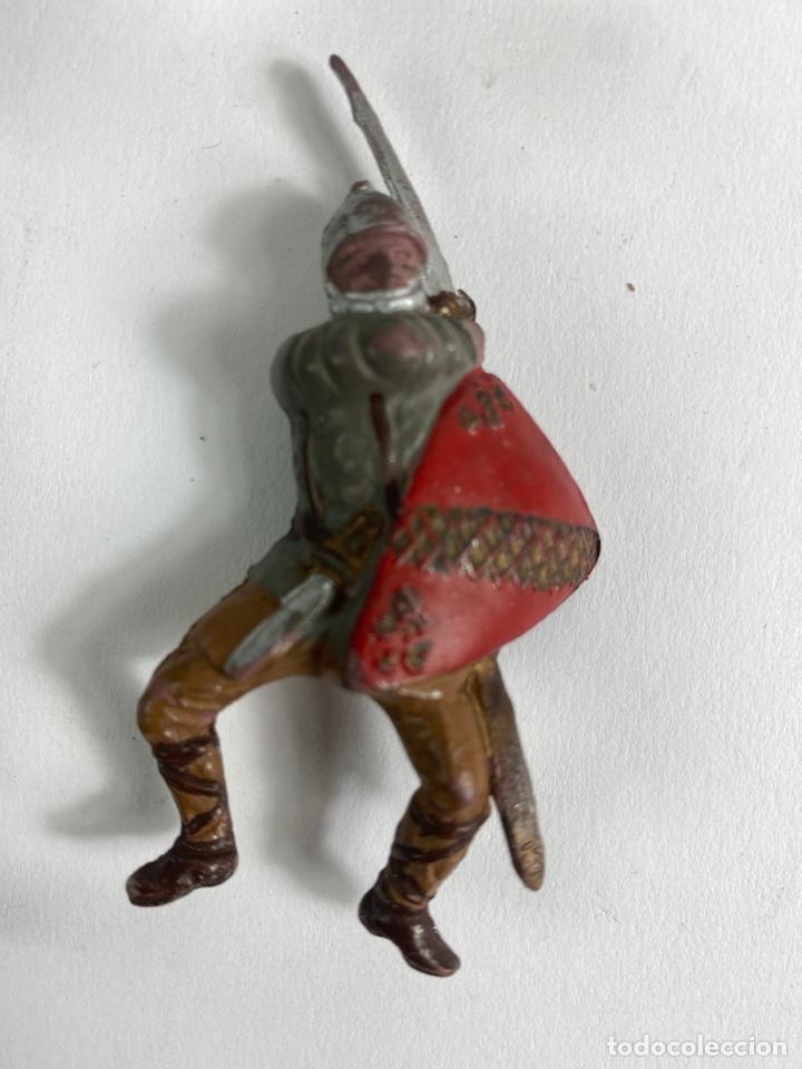Figuras de Goma y PVC: LOTE DE 5 FIGURAS MEDIEVALES DE GOMA. AÑOS 50. 79. - Foto 5 - 240648755