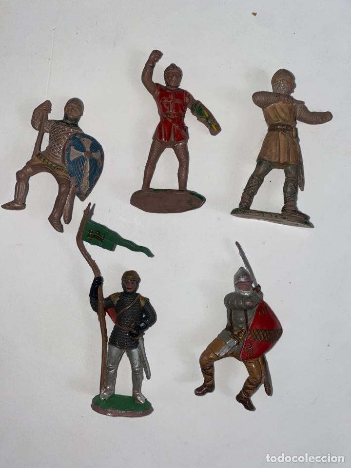 LOTE DE 5 FIGURAS MEDIEVALES DE GOMA. AÑOS 50. 79. (Juguetes - Figuras de Goma y Pvc - Lafredo)