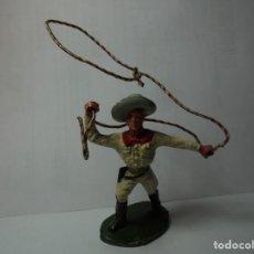 Figuras de Goma y PVC: MAGNIFICO ANTIGUO VAQUERO SOBRE LOS AÑOS 50-60. Lote 240741685