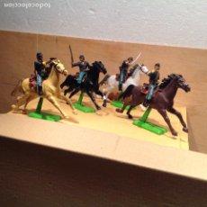 Figuras de Goma y PVC: 4 SOLDADOS A CABALLO SERIE BRITAINS. Lote 241039265